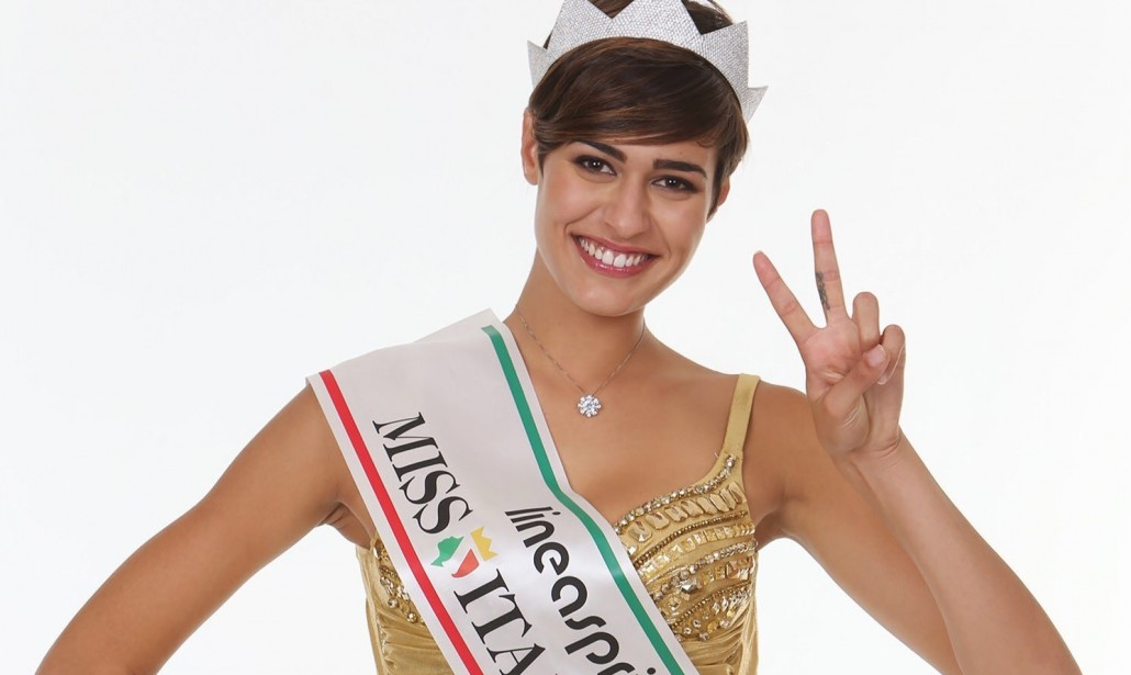 Cheerleaders 2015: Alice Sabatini, Miss Italia 2015, gioca a basket a Santa Marinella