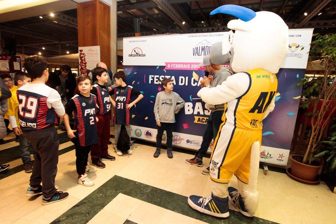 Lega A PosteMobile 2017-18: festa di Carnevale per la Basket Academy della FIAT Torino con ragazzi e giocatori