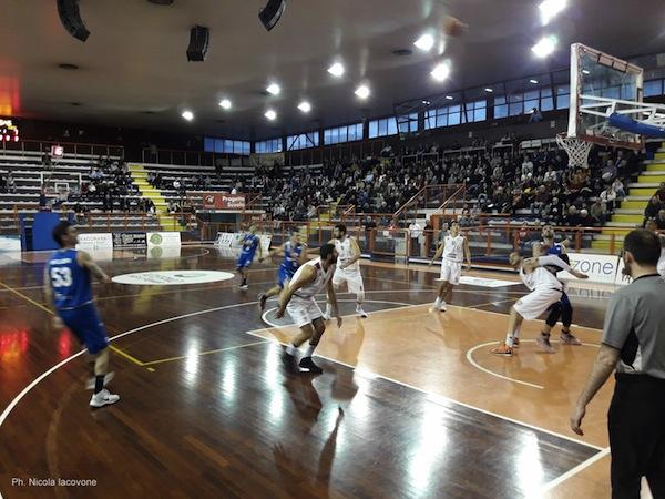 Serie B girone C Old Wild West 2017-18: l'Olimpia Matera fermata in casa dell'Amatori Basket Pescara