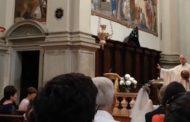 Storie di basket 2018: Mattia Riva ha fatto canestro in chiesa e si è sposato con la benedizione del prete, una scena bellissima