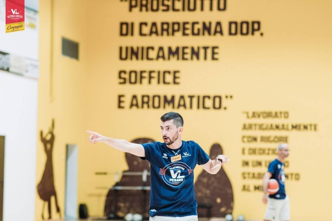 Interviste 2019-20: una giovane Carpegna Prosciutto Pesaro all'esame della LBA con Federico Perego come coach