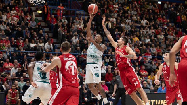 LBA Legabasket 17^andata 2019-20: una clamorosa Cantù vince il derby ed insegna ad un Olimpia in crisi cosa significhi essere squadra