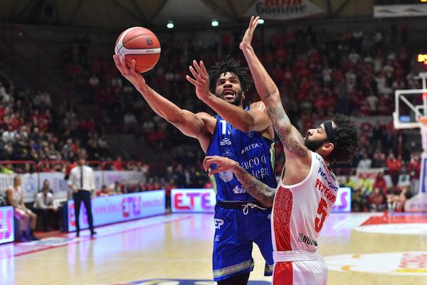 LBA Legabasket 17^andata 2019-20: con grande fatica la Dinamo Sassari è passata in casa della OriOra Pistoia