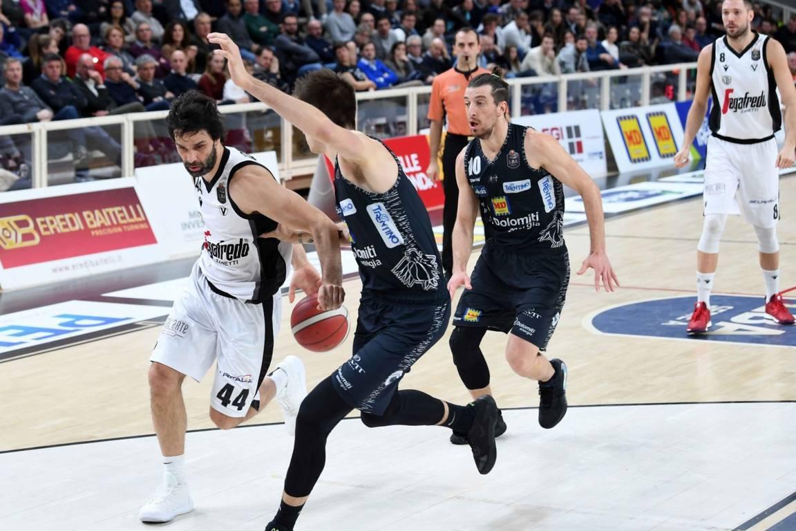 LBA Legabasket 17^andata 2019-20: vince la Segafredo Virtus Bologna sulla Dolomiti Energia Trentino ed è campione d'inverno