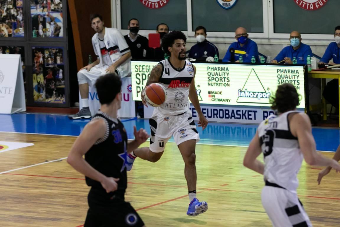 A2 Old Wild Est girone rosso 8^ andata 2020-21: difesa forte e Roberto Gallinat portano il derby romano dalla parte dell'Atlante Eurobasket Roma